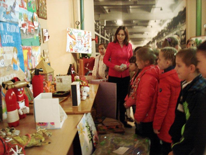 6 жовтня учні 3 - А, 3 – Б, 4 – А класів їздили на екскурсію, 72 школы Запорожье